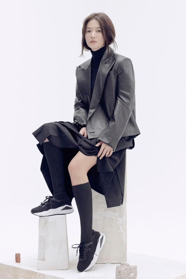 Song Hye Kyo trang điểm sương sương, 'lên đồ' cực chất ảnh 4