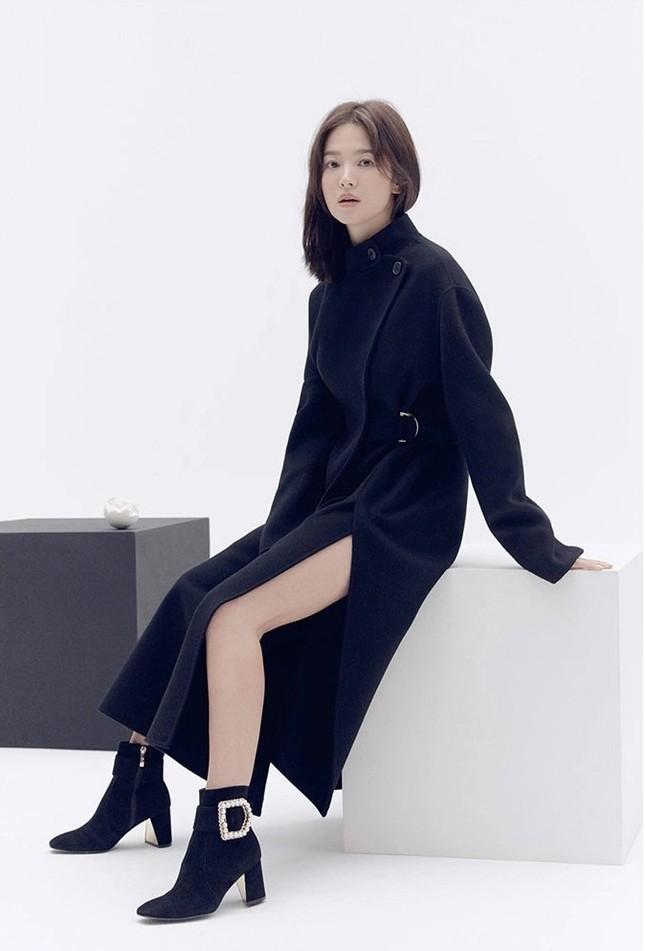 Song Hye Kyo trang điểm sương sương, 'lên đồ' cực chất ảnh 3