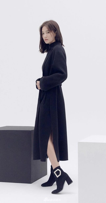Song Hye Kyo trang điểm sương sương, 'lên đồ' cực chất ảnh 6