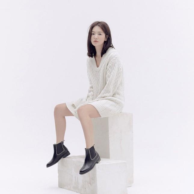 Song Hye Kyo trang điểm sương sương, 'lên đồ' cực chất ảnh 10