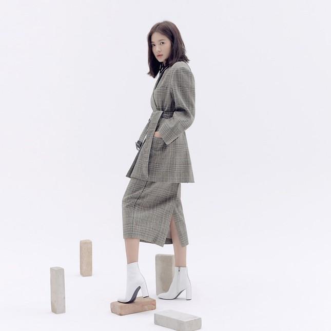 Song Hye Kyo trang điểm sương sương, 'lên đồ' cực chất ảnh 11