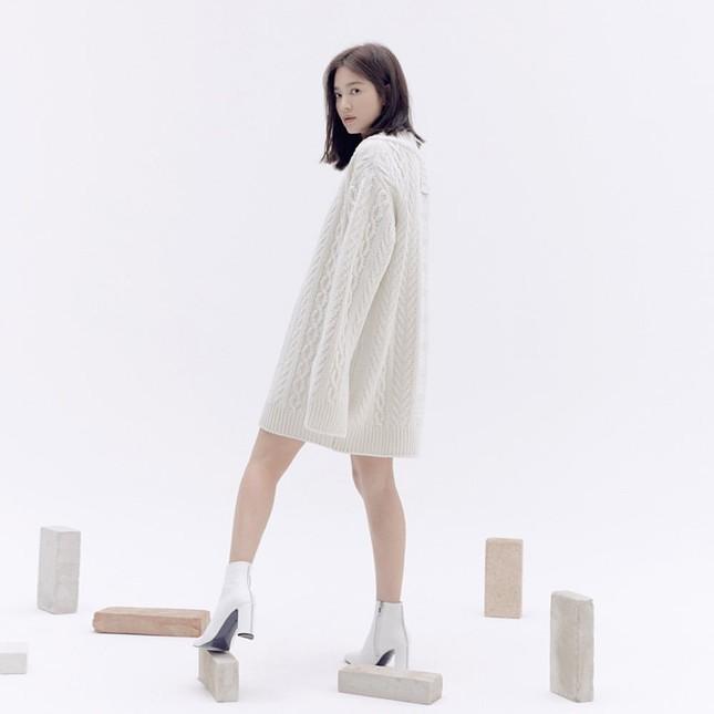 Song Hye Kyo trang điểm sương sương, 'lên đồ' cực chất ảnh 13