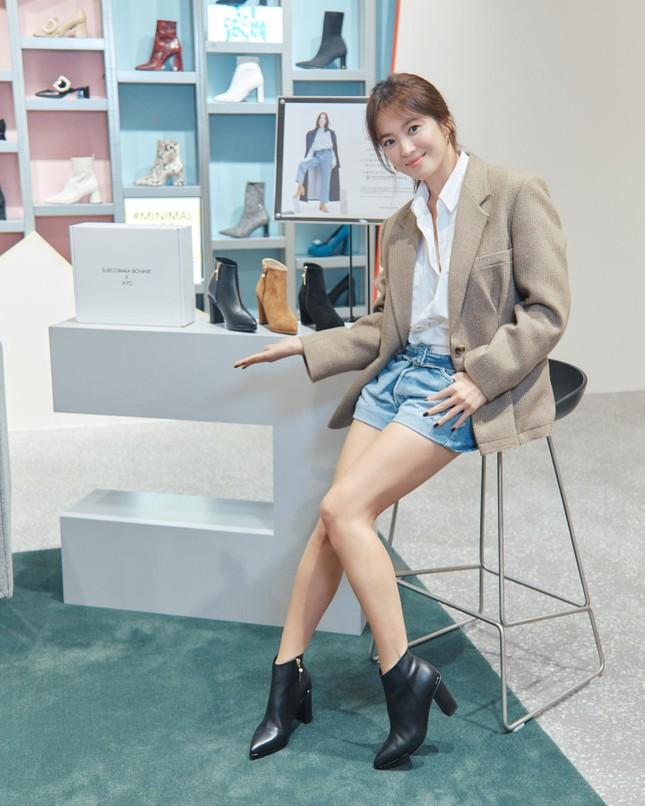 Song Hye Kyo trang điểm sương sương, 'lên đồ' cực chất ảnh 14
