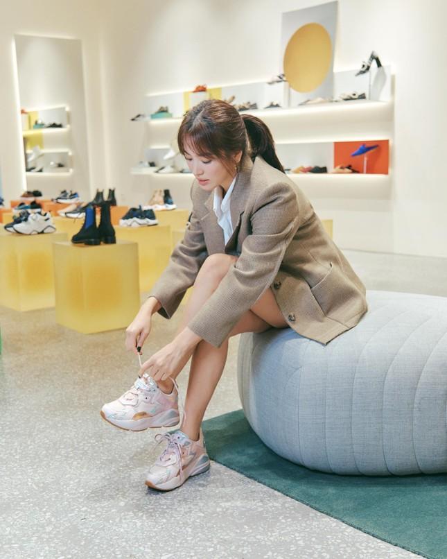Song Hye Kyo trang điểm sương sương, 'lên đồ' cực chất ảnh 17