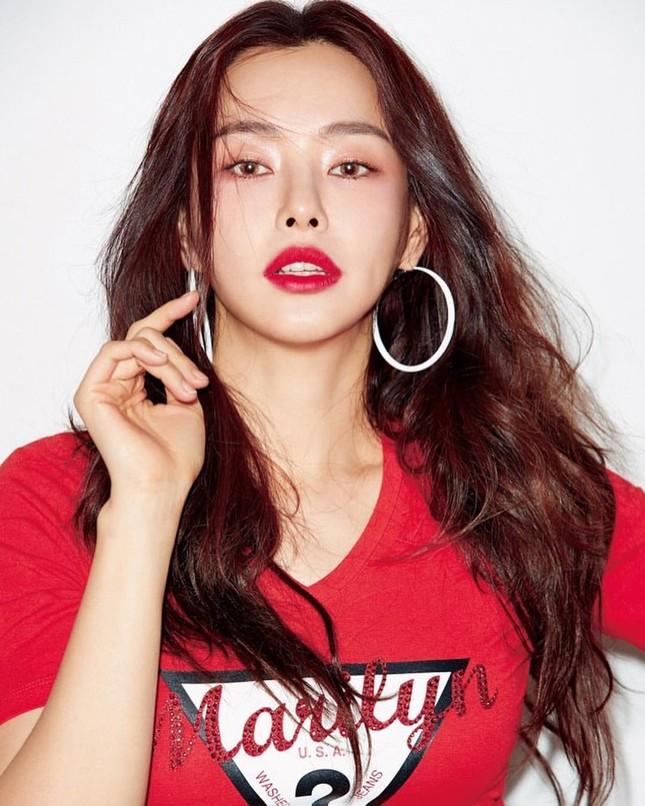Hoa hậu Hàn Quốc Honey Lee U40 ngày càng đẹp rực rỡ ảnh 1