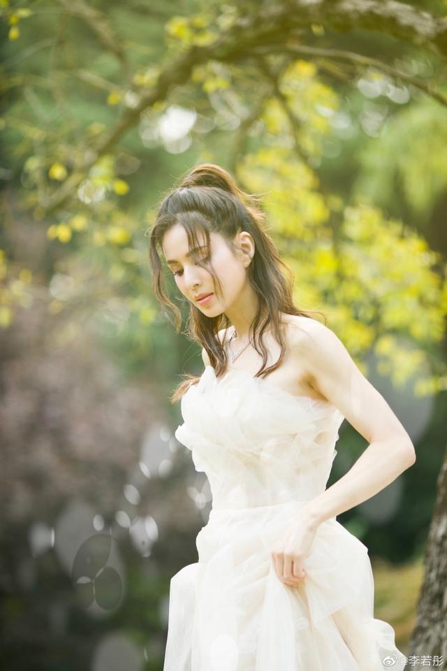 'Tiểu Long Nữ' Lý Nhược Đồng mặc váy cô dâu trẻ trung bất ngờ ảnh 2