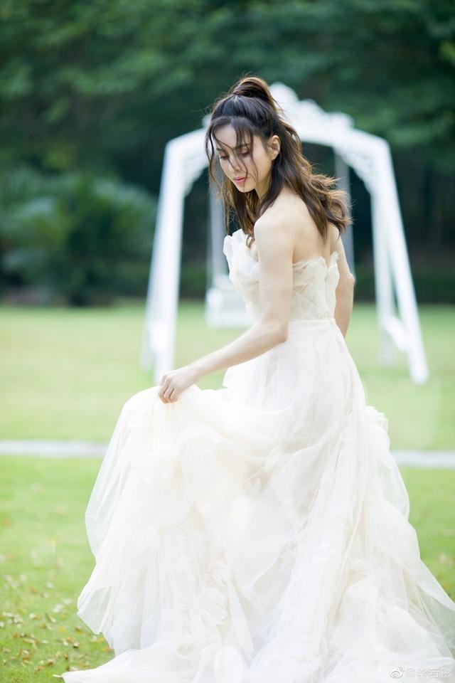 'Tiểu Long Nữ' Lý Nhược Đồng mặc váy cô dâu trẻ trung bất ngờ ảnh 6