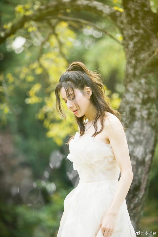 'Tiểu Long Nữ' Lý Nhược Đồng mặc váy cô dâu trẻ trung bất ngờ ảnh 3
