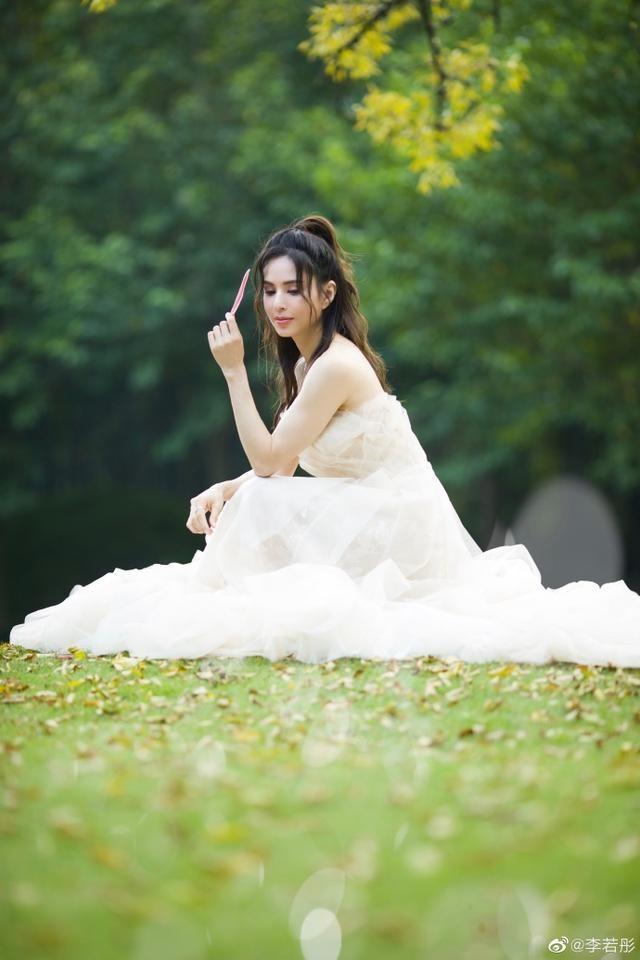 'Tiểu Long Nữ' Lý Nhược Đồng mặc váy cô dâu trẻ trung bất ngờ ảnh 4