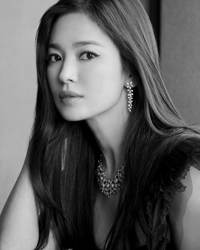 Song Hye Kyo quá đẹp với nhan sắc đỉnh cao trong ảnh đen trắng ảnh 2