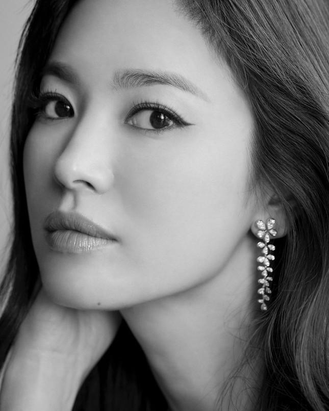 Song Hye Kyo quá đẹp với nhan sắc đỉnh cao trong ảnh đen trắng ảnh 1