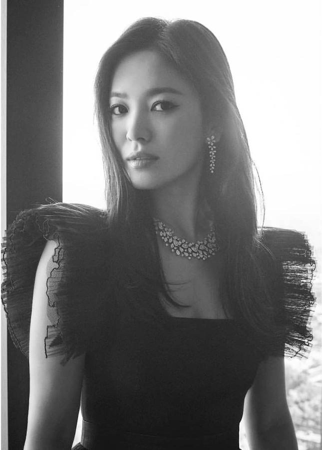 Song Hye Kyo quá đẹp với nhan sắc đỉnh cao trong ảnh đen trắng ảnh 5