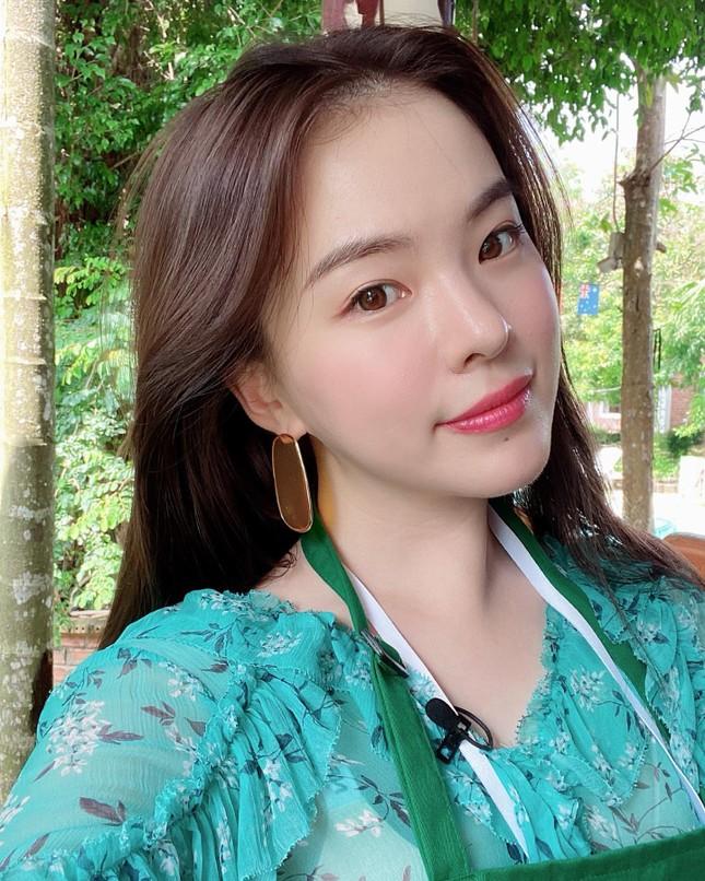Người mẫu nội y xứ Hàn xinh tươi giữa biển trời Phú Quốc ảnh 1