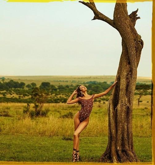 Candice Swanepoel diện bikini nóng bỏng đầy hoang dại ảnh 7