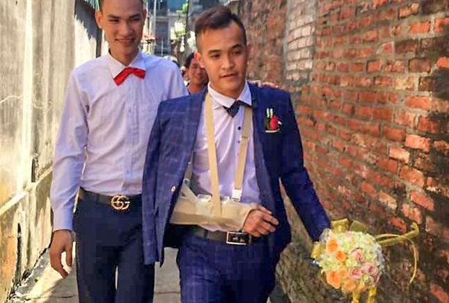 Chú rể Hà Nội ngã gãy tay vì bạn bè tung hứng ảnh 2