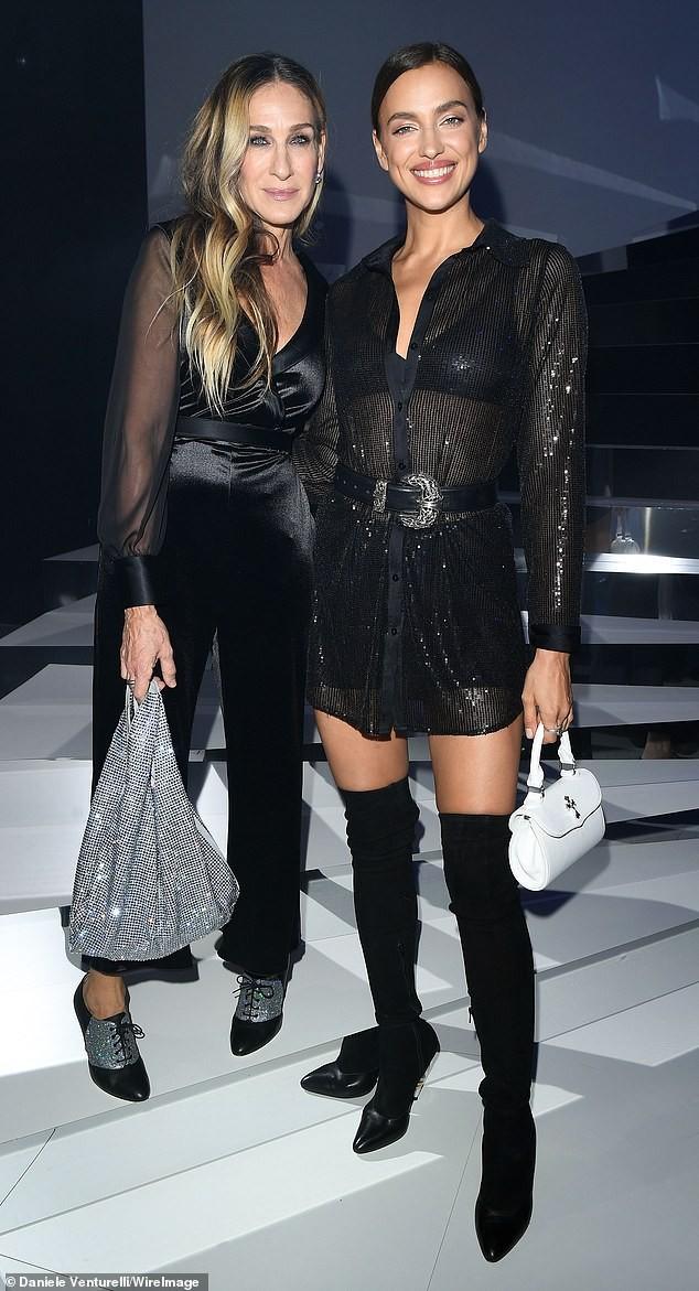 Irina Shayk mặc xuyên thấu lộ nội y đi dự show ở Ý ảnh 6