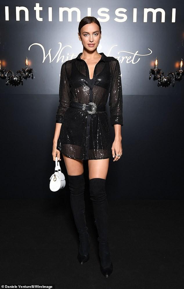 Irina Shayk mặc xuyên thấu lộ nội y đi dự show ở Ý ảnh 3