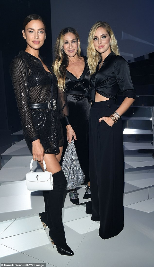 Irina Shayk mặc xuyên thấu lộ nội y đi dự show ở Ý ảnh 7