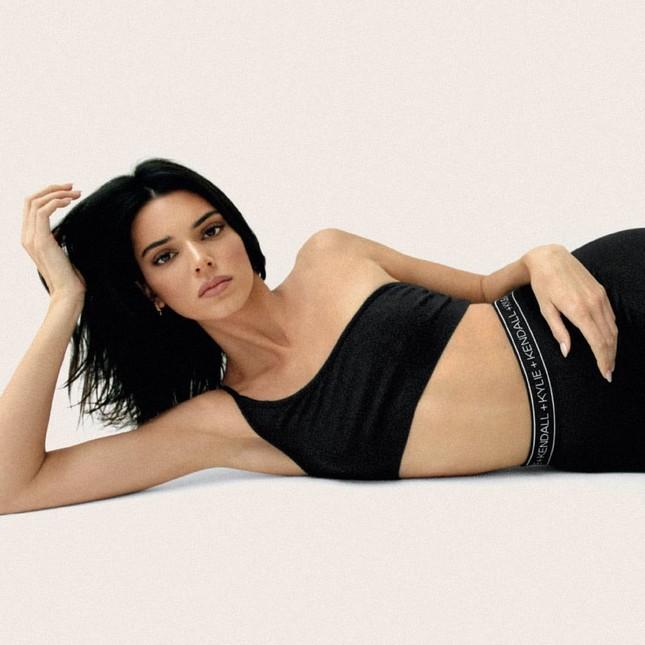 Kylie Jenner hóa nàng thỏ Playboy bốc lửa đi chơi Halloween ảnh 13