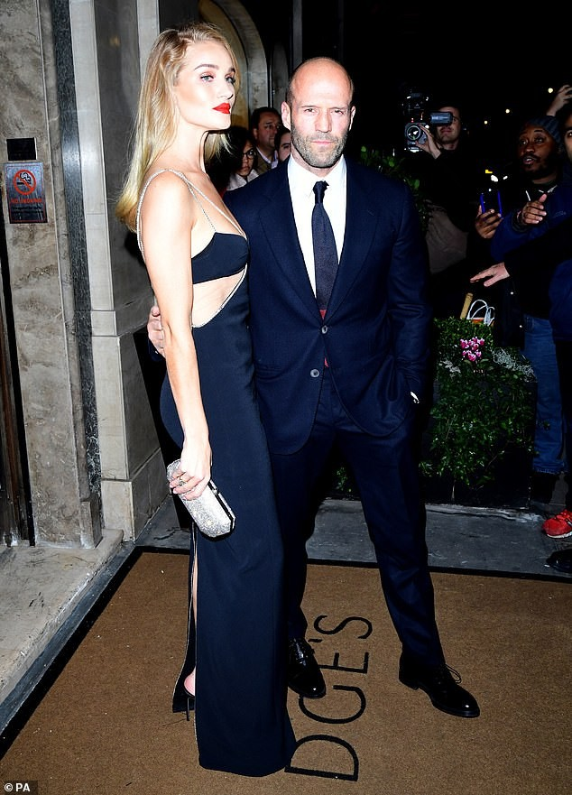 'Người vận chuyển' Jason Statham ôm eo không rời bạn gái ở sự kiện ảnh 2