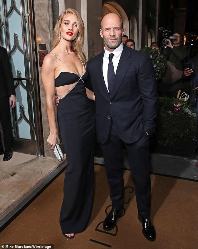 'Người vận chuyển' Jason Statham ôm eo không rời bạn gái ở sự kiện ảnh 3