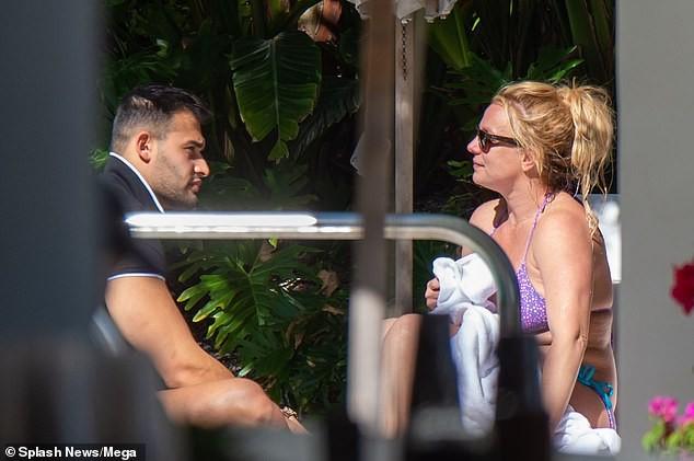 Britney Spears nghỉ mát ở Miami cùng bạn trai kém 13 tuổi ảnh 5