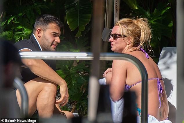 Britney Spears nghỉ mát ở Miami cùng bạn trai kém 13 tuổi ảnh 6