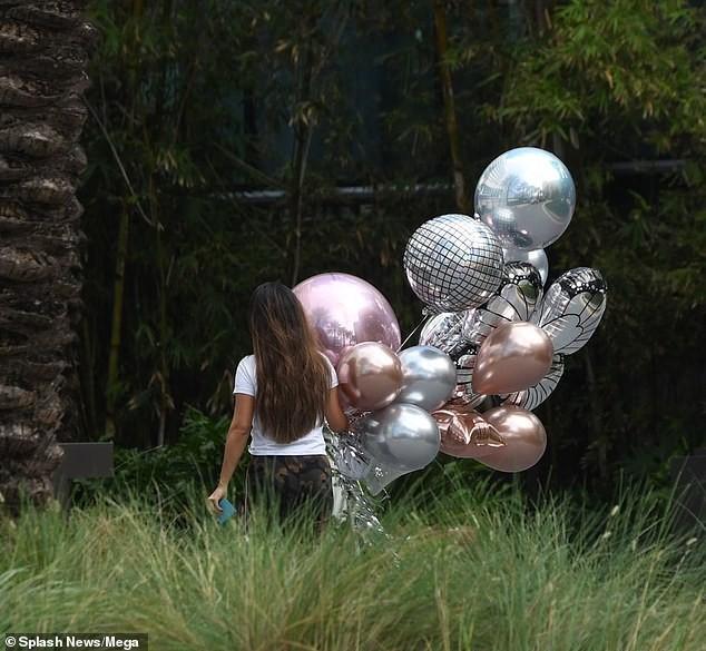 Britney Spears nghỉ mát ở Miami cùng bạn trai kém 13 tuổi ảnh 13