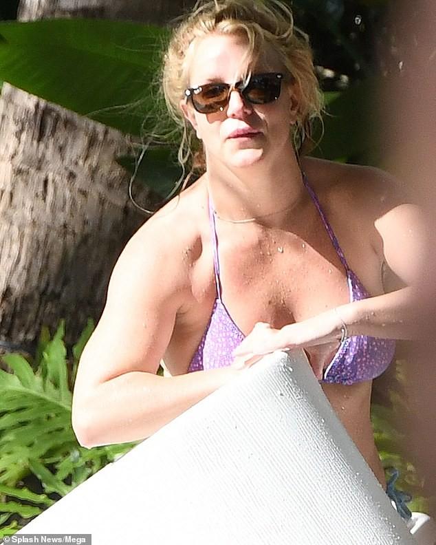 Britney Spears nghỉ mát ở Miami cùng bạn trai kém 13 tuổi ảnh 2