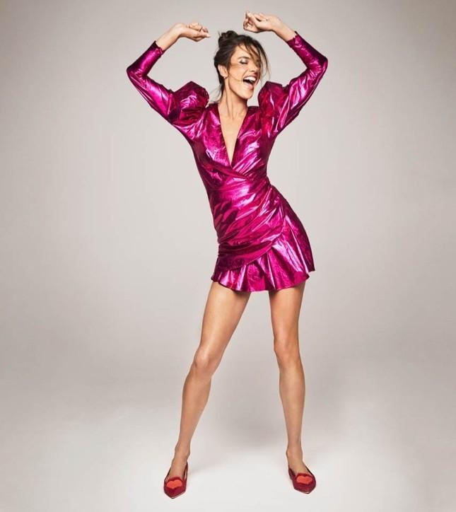 Ngất ngây đôi chân dài trứ danh của siêu mẫu Alessandra Ambrosio ảnh 9
