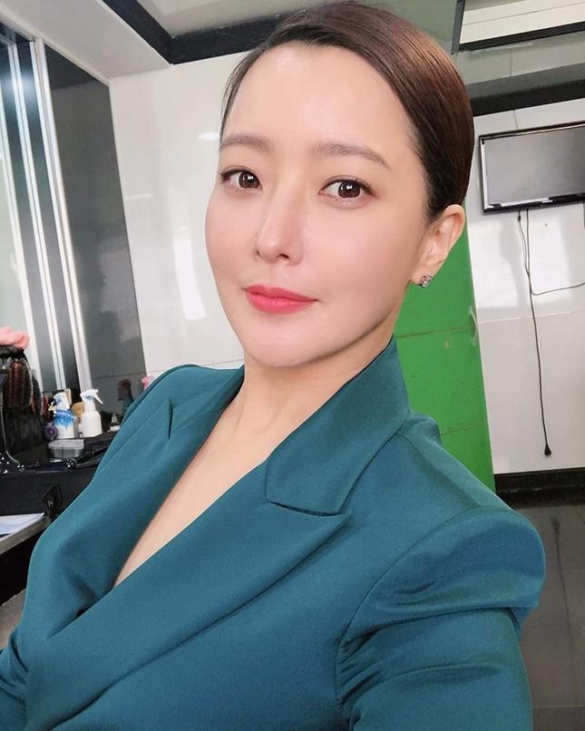 Ngỡ ngàng nhan sắc tuổi 43 của nữ thần sắc đẹp xứ Hàn Kim Hee Sun ảnh 14