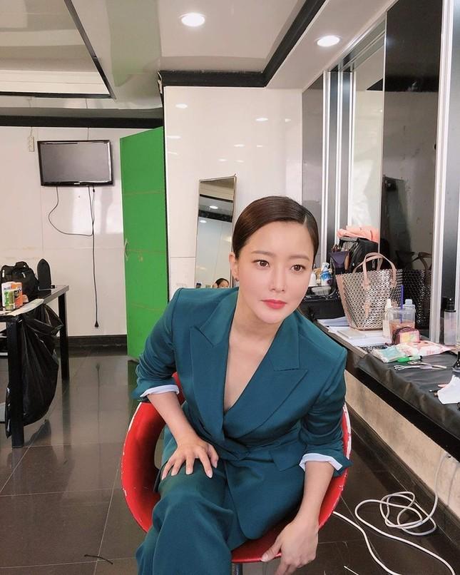 Ngỡ ngàng nhan sắc tuổi 43 của nữ thần sắc đẹp xứ Hàn Kim Hee Sun ảnh 15