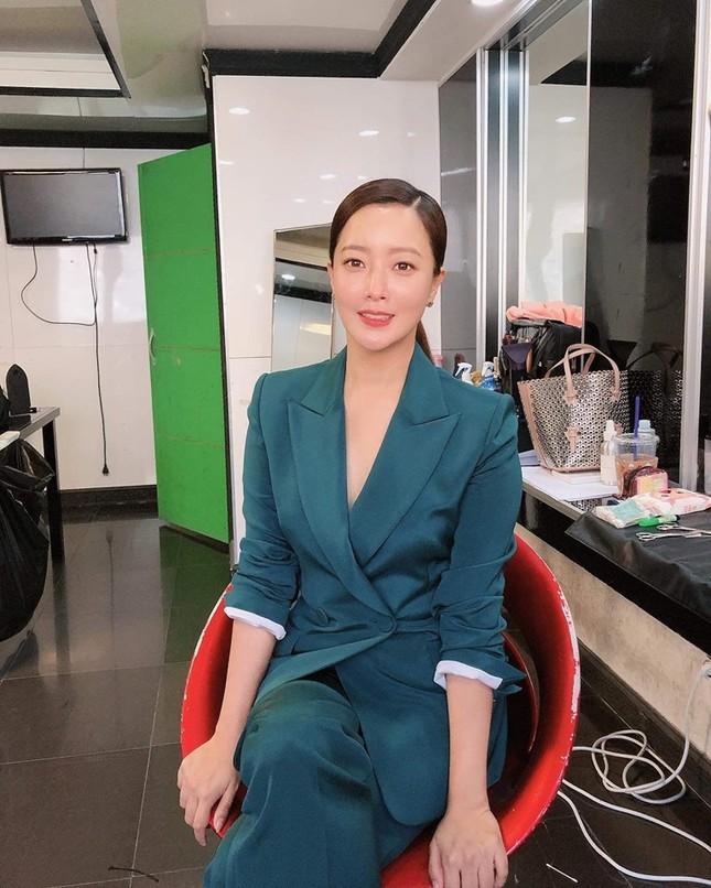 Ngỡ ngàng nhan sắc tuổi 43 của nữ thần sắc đẹp xứ Hàn Kim Hee Sun ảnh 16