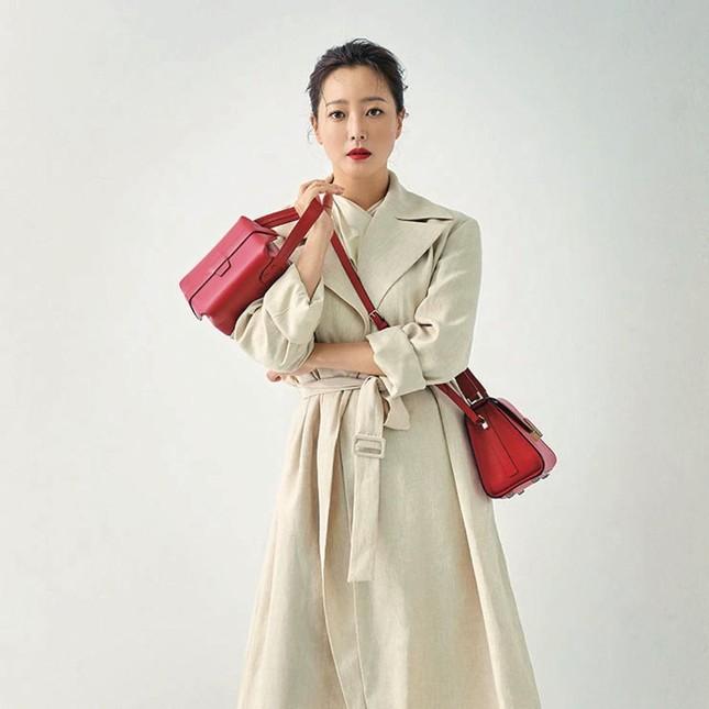 Ngỡ ngàng nhan sắc tuổi 43 của nữ thần sắc đẹp xứ Hàn Kim Hee Sun ảnh 12