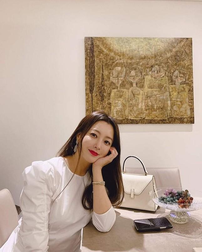 Ngỡ ngàng nhan sắc tuổi 43 của nữ thần sắc đẹp xứ Hàn Kim Hee Sun ảnh 19