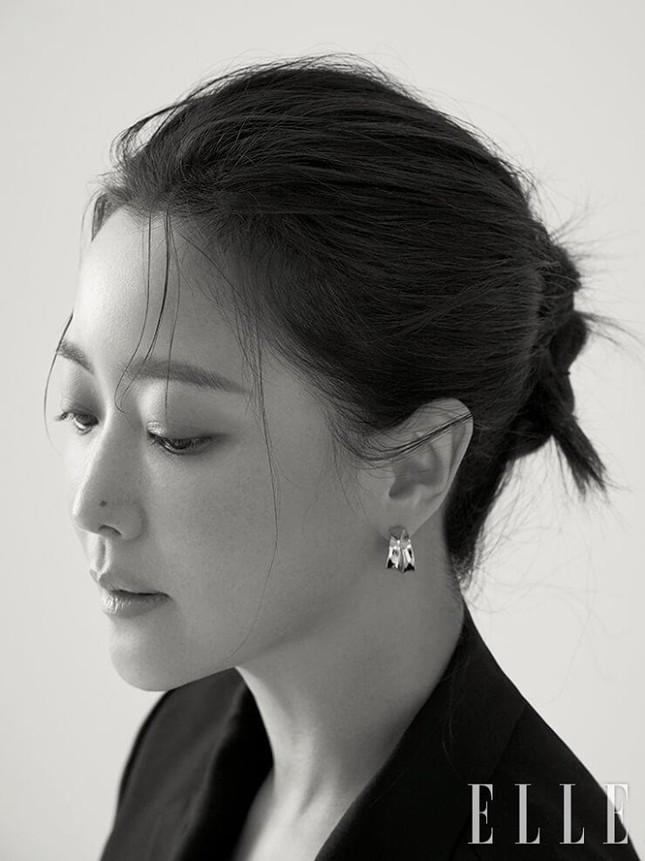 Ngỡ ngàng nhan sắc tuổi 43 của nữ thần sắc đẹp xứ Hàn Kim Hee Sun ảnh 10