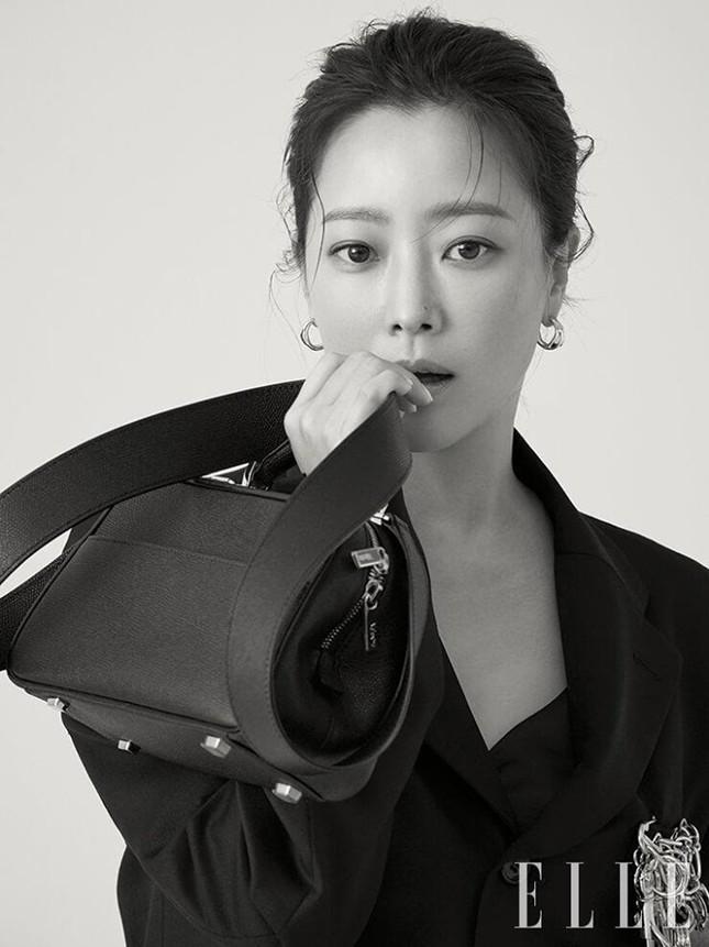 Ngỡ ngàng nhan sắc tuổi 43 của nữ thần sắc đẹp xứ Hàn Kim Hee Sun ảnh 9