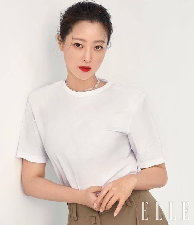 Ngỡ ngàng nhan sắc tuổi 43 của nữ thần sắc đẹp xứ Hàn Kim Hee Sun ảnh 7