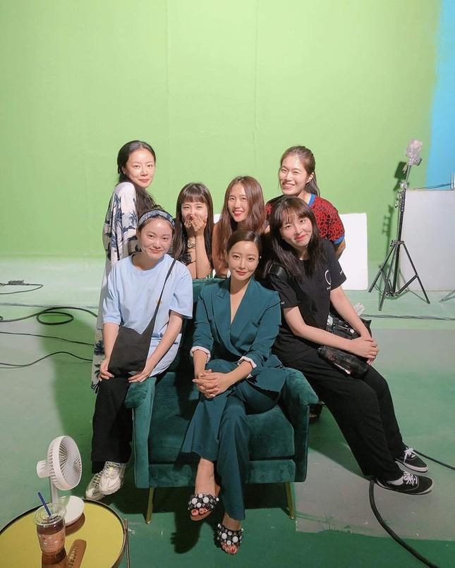 Ngỡ ngàng nhan sắc tuổi 43 của nữ thần sắc đẹp xứ Hàn Kim Hee Sun ảnh 17