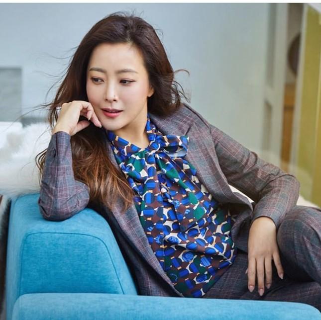 Ngỡ ngàng nhan sắc tuổi 43 của nữ thần sắc đẹp xứ Hàn Kim Hee Sun ảnh 11