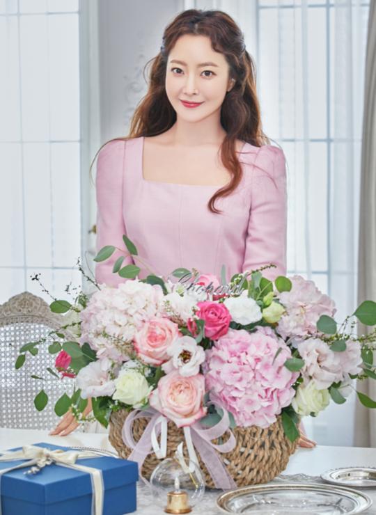 Ngỡ ngàng nhan sắc tuổi 43 của nữ thần sắc đẹp xứ Hàn Kim Hee Sun ảnh 3