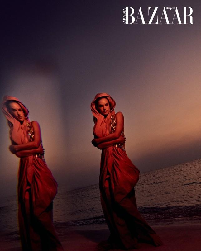 Alessandra Ambrosio hóa nàng tiên cá nóng bỏng 'gây mê' người nhìn ảnh 11