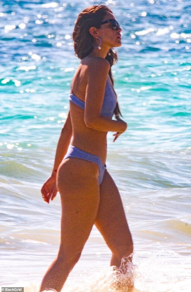 Bóng hồng 'Fast & Furious' diện bikini say đắm bên bạn trai ở Mexico ảnh 2