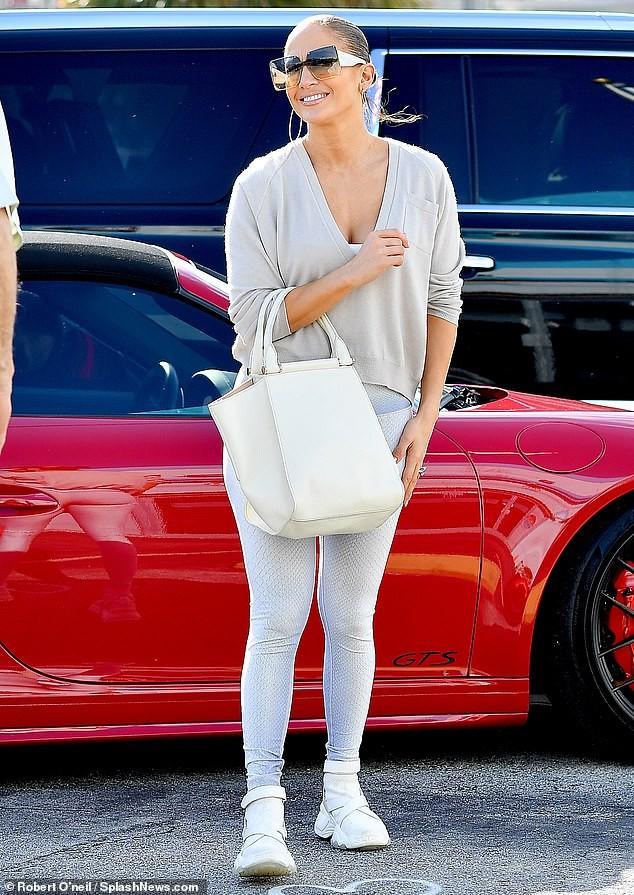 Jennifer Lopez 50 tuổi nóng bỏng ngỡ ngàng ảnh 9