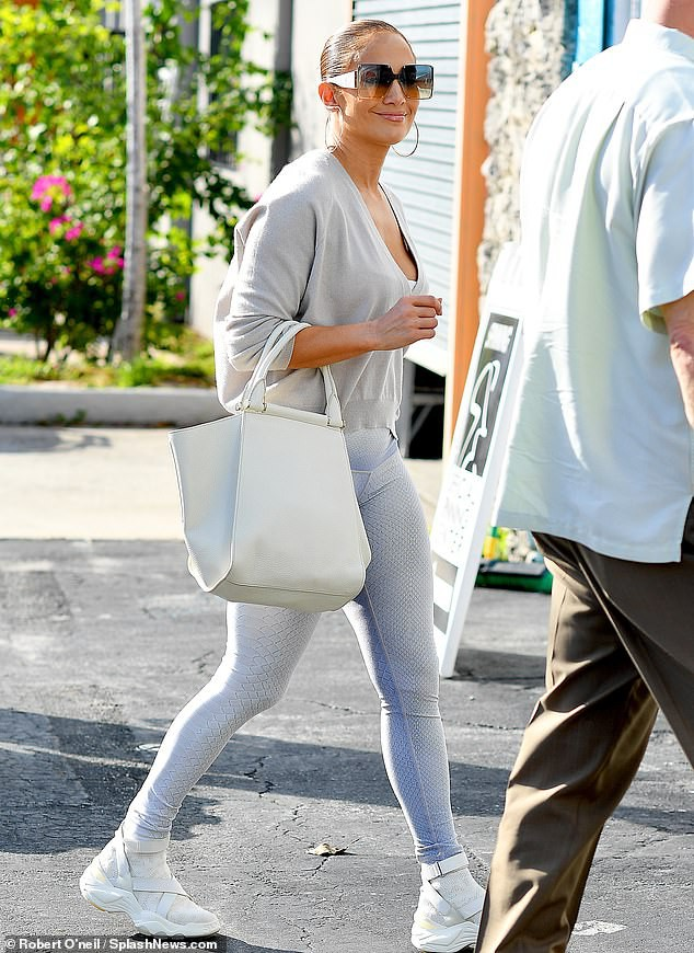 Jennifer Lopez 50 tuổi nóng bỏng ngỡ ngàng ảnh 10
