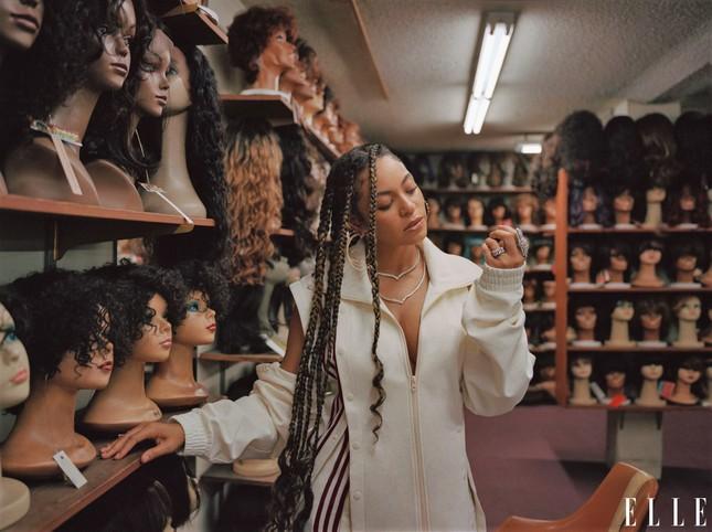 Beyonce khoe dáng tròn đầy nóng bỏng trên Elle ảnh 11