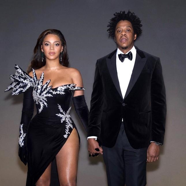 Beyonce khoe dáng tròn đầy nóng bỏng trên Elle ảnh 16