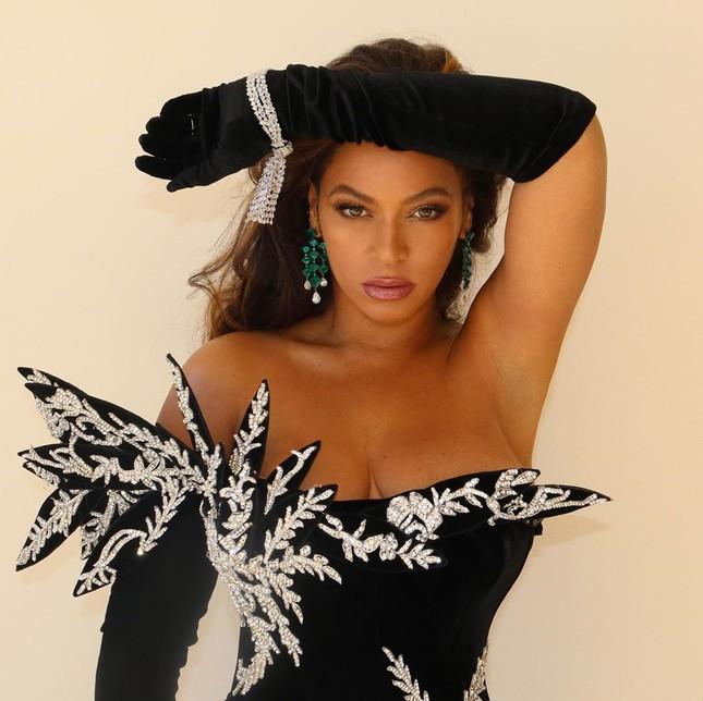 Beyonce khoe dáng tròn đầy nóng bỏng trên Elle ảnh 14