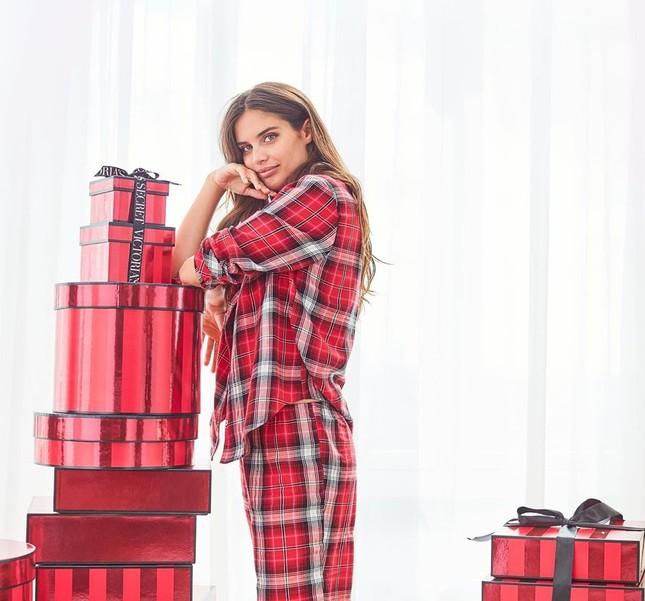 Dàn người đẹp Victoria's Secret rực lửa đón Giáng sinh ảnh 28