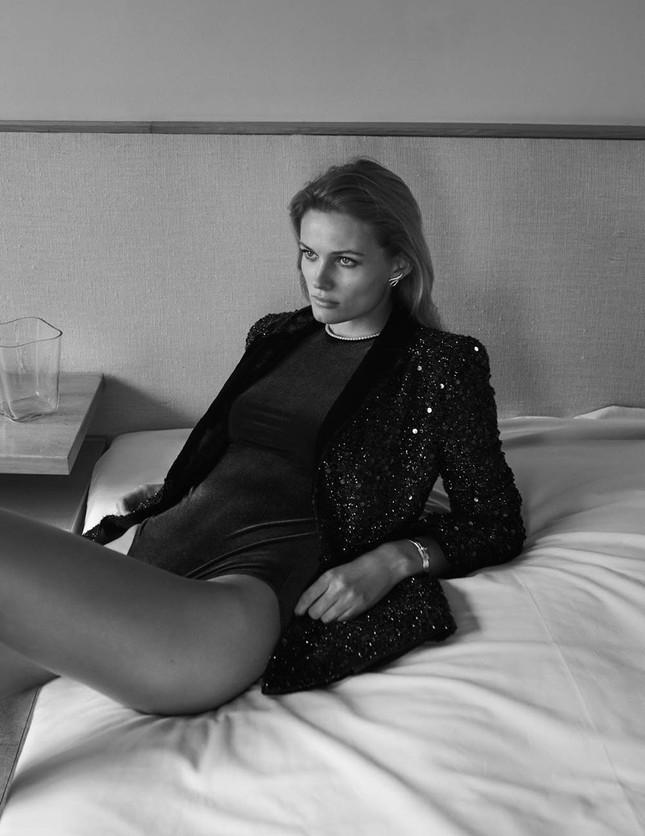Mê đắm đôi chân dài và đường cong tuyệt mỹ của Edita Vilkeviciute ảnh 3